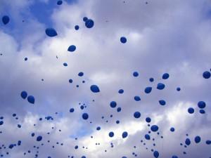 """Yves Klein """"Sculpture aérostatique"""" (2007) - Lancio di 1001 palloncini blu"""