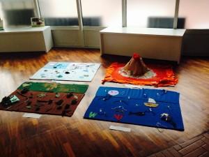 """Istallazione """"Aria, Acqua, Terra, Fuoco"""" ispirate alla ricerca artistica di Piero Gilardi e allestita dai bambini nelle sale del Centro Pecci."""